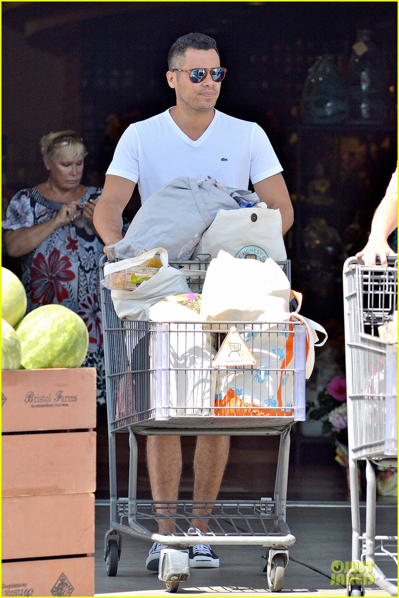 jessica alba labor day grocery shopping with honor 052943224