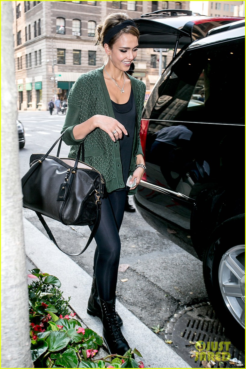 jessica alba nyc exit after ralph lauren fashion show 052951241