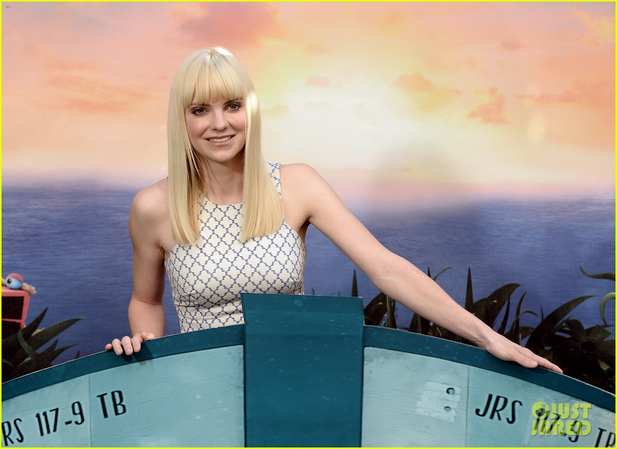 anna faris andy sandberg cloudy 2 photo call 112952922