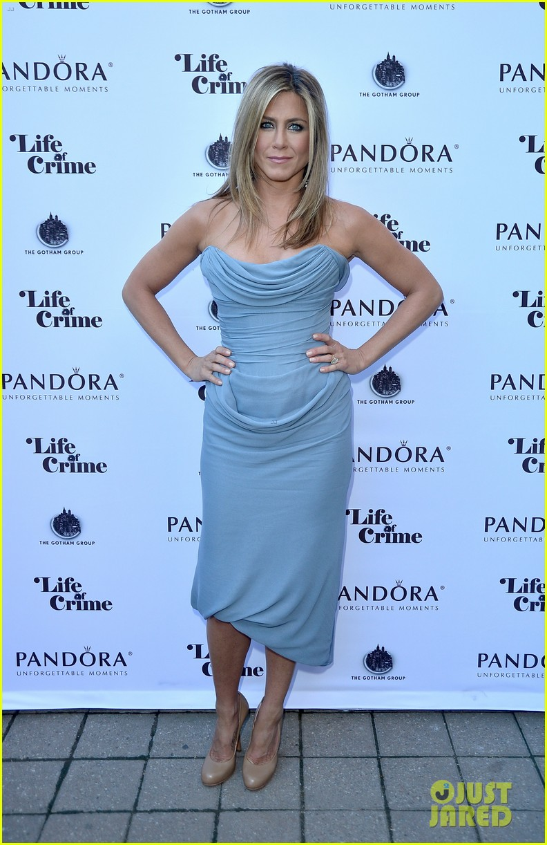 jennifer aniston life of crime cocktails with justin theroux 05
