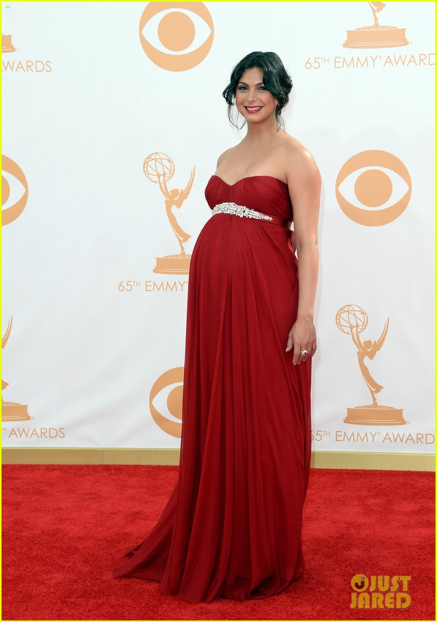 pregnant morena baccarin emmys 2013 red carpet 052958001