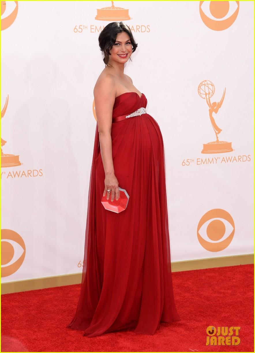 pregnant morena baccarin emmys 2013 red carpet 08