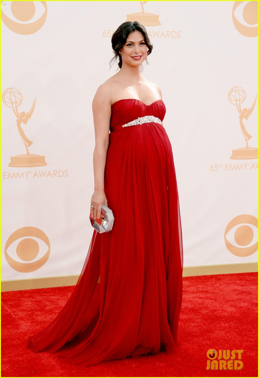 pregnant morena baccarin emmys 2013 red carpet 11