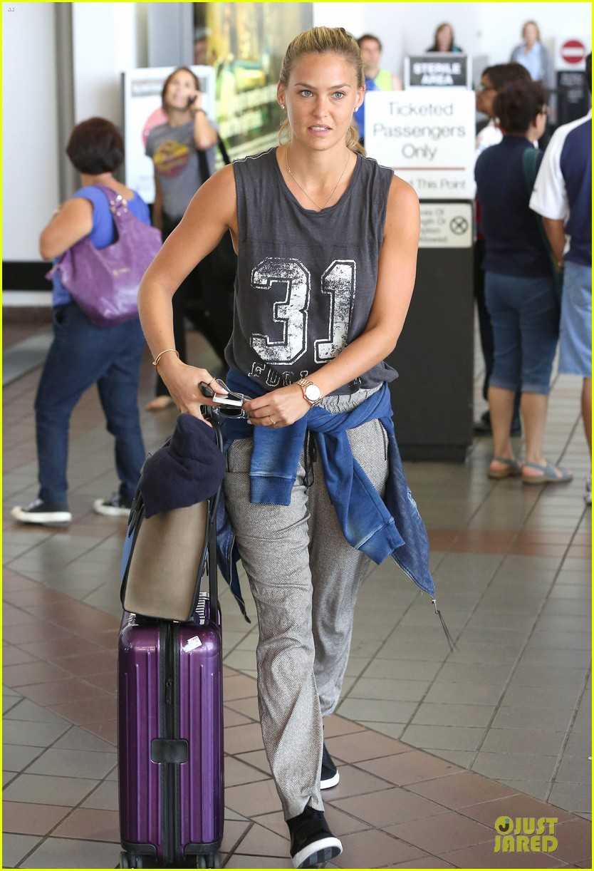 bar refaeli foolish beauty landing at lax airport 06