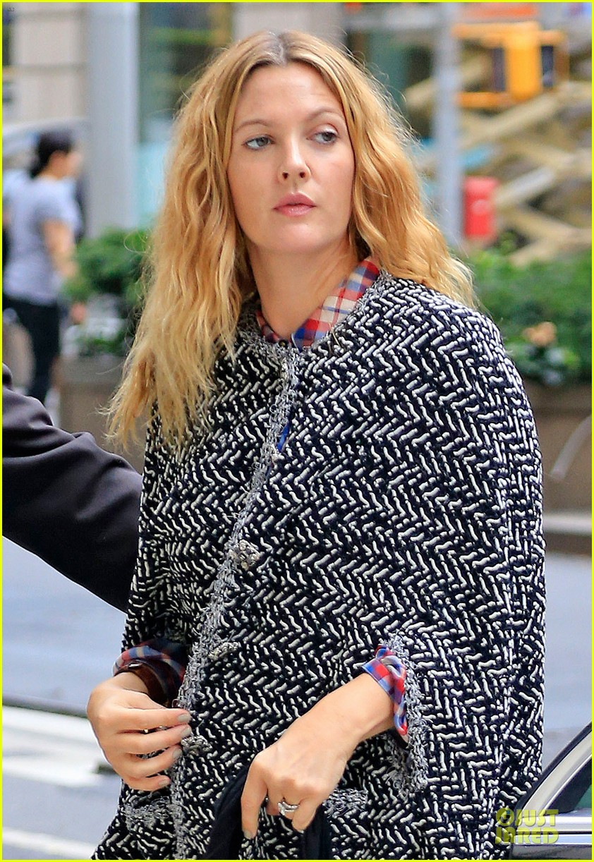 drew barrymore talks olive first birthday party plans 022952111