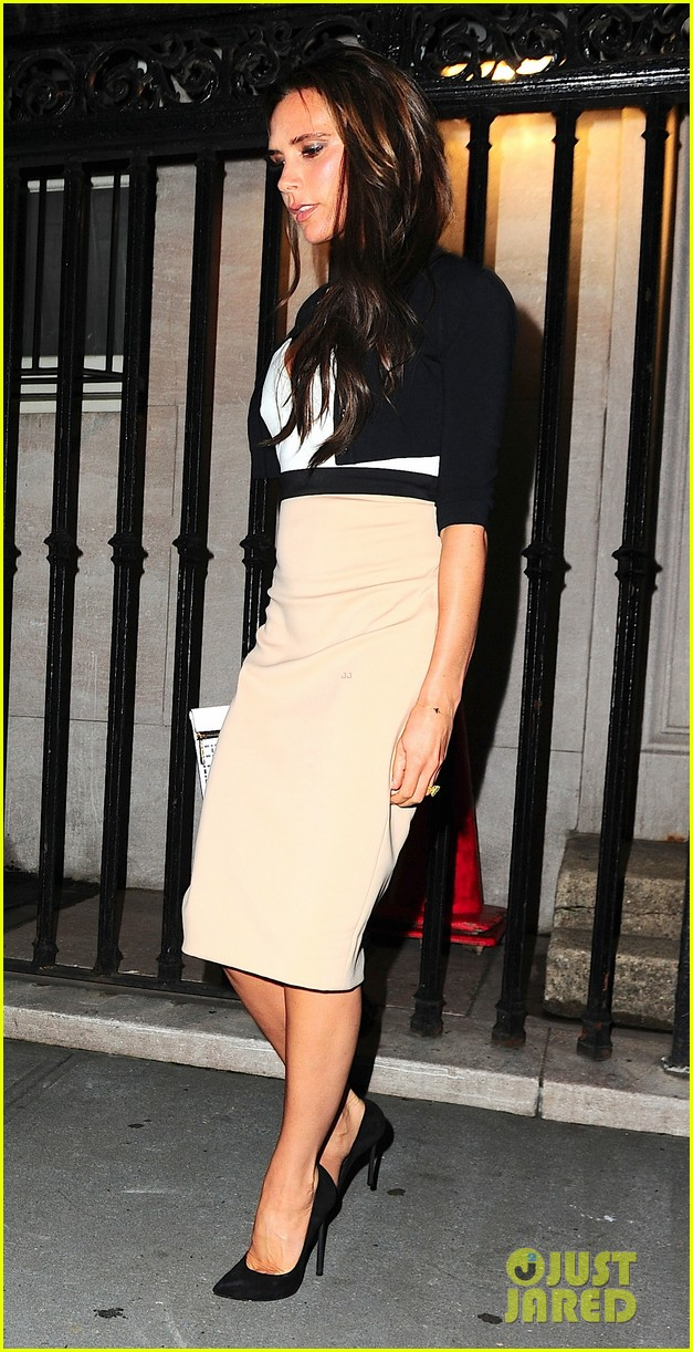 victoria beckham works while david beckham harper play 01