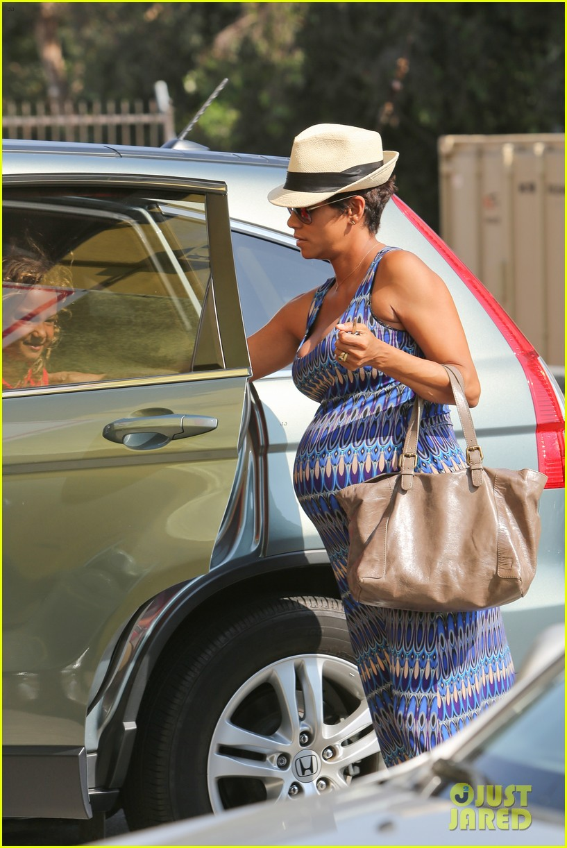 halle berry aahs shopping trip with nahla 102950697