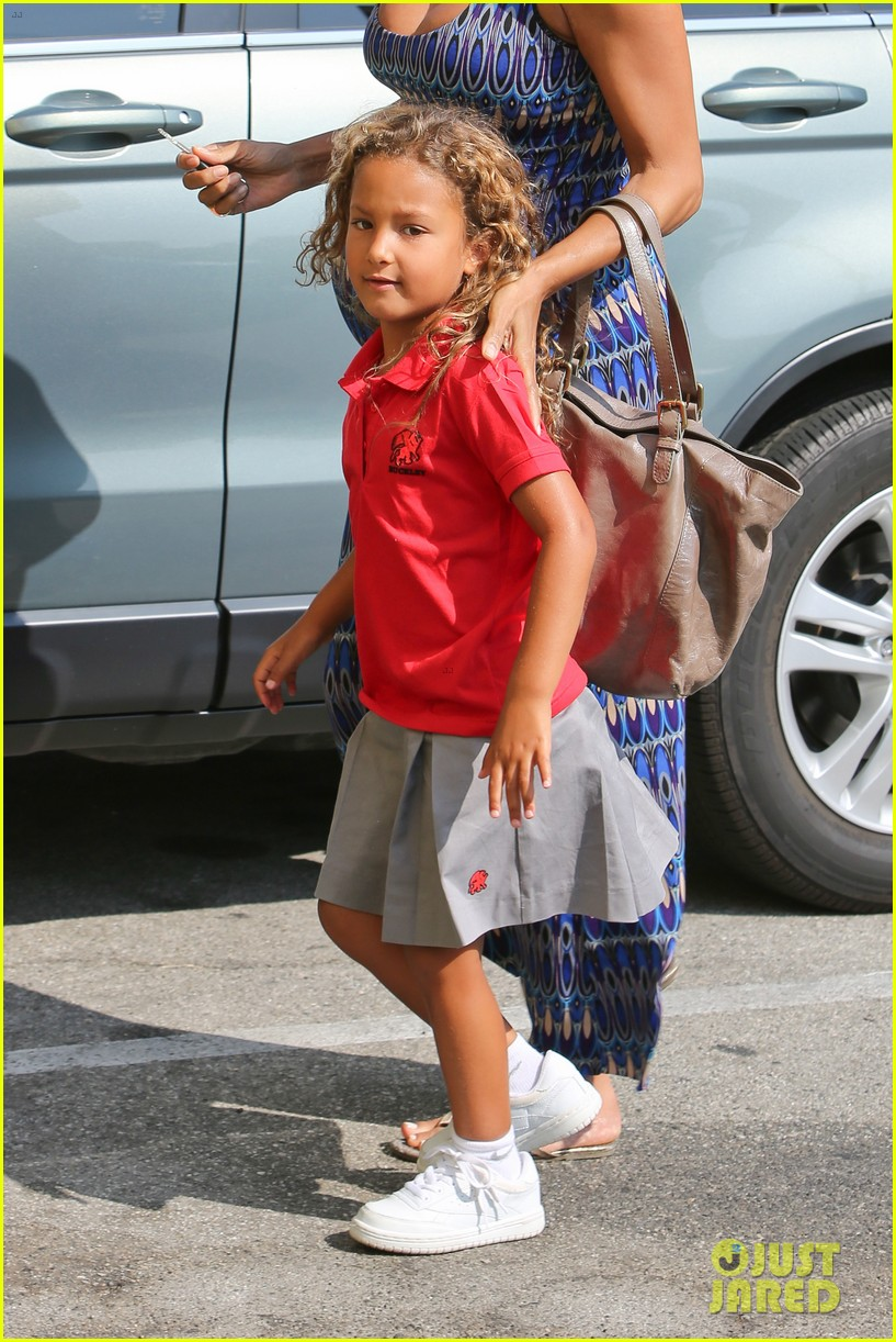 halle berry aahs shopping trip with nahla 162950703