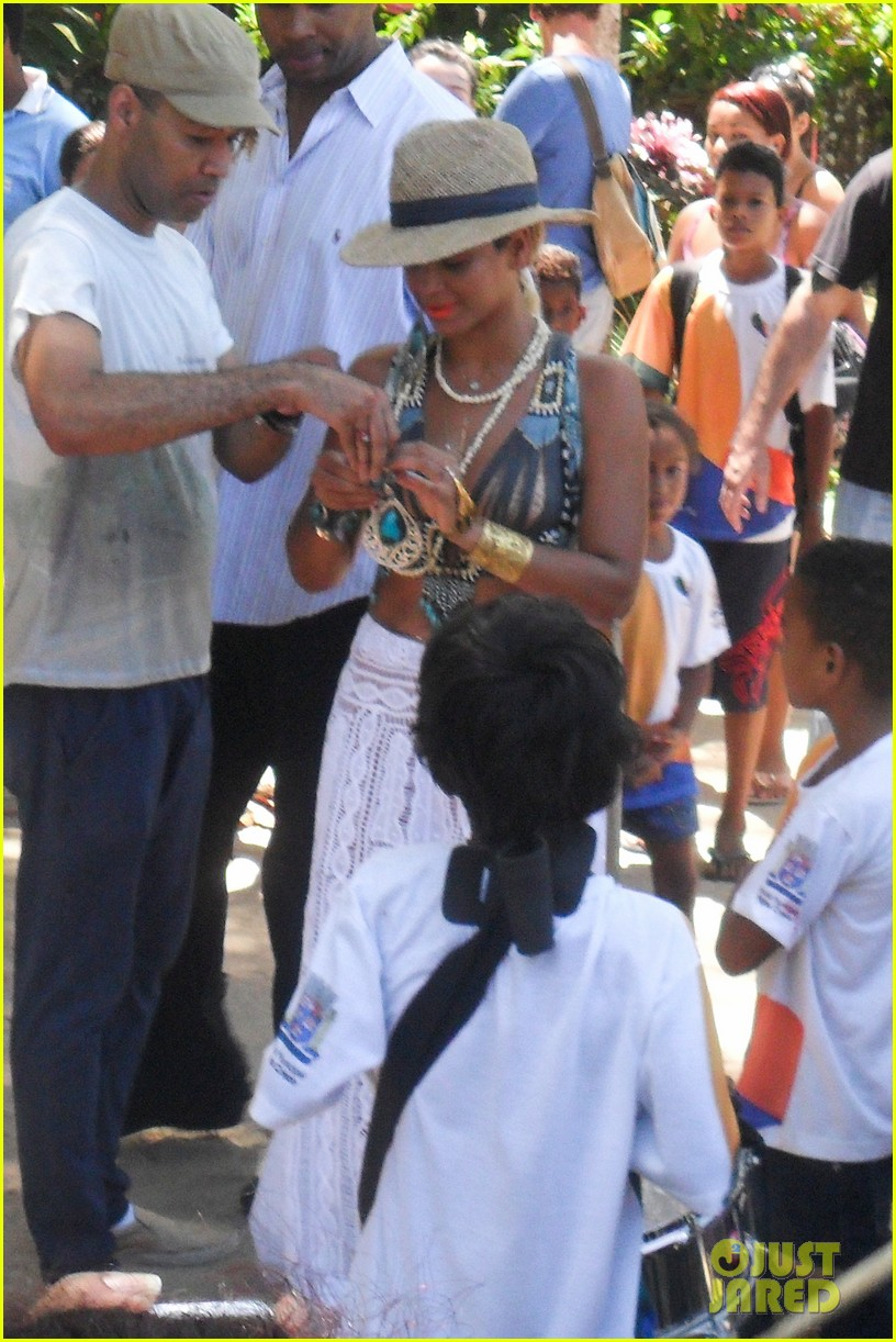 beyonce shows off soccer skills at brazil public school 04