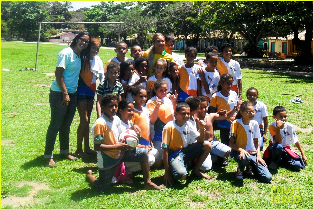 beyonce shows off soccer skills at brazil public school 12