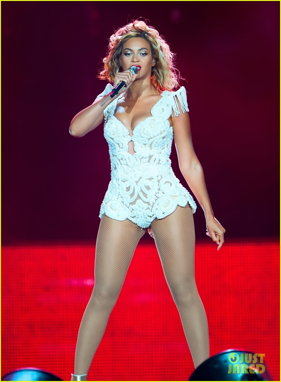 beyonce rocks new outfit at made in america festival 012941490
