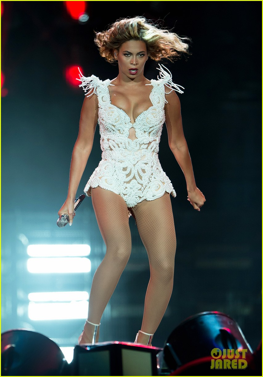 beyonce rocks new outfit at made in america festival 052941494