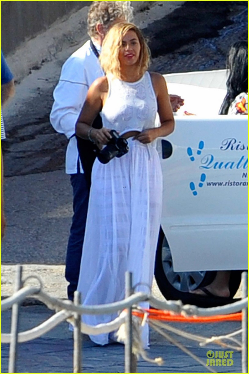 beyonce jay z italian yacht vacation with blue ivy 082945421