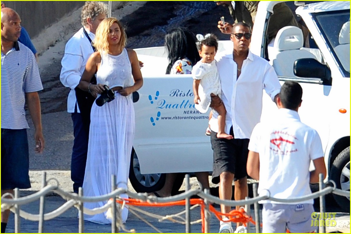 beyonce jay z italian yacht vacation with blue ivy 31