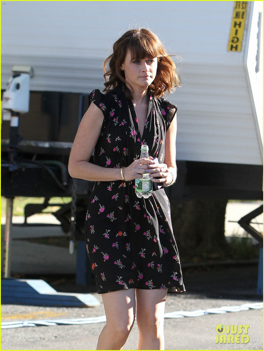 alexis bledel spotted after fans start fifty shades petition 15