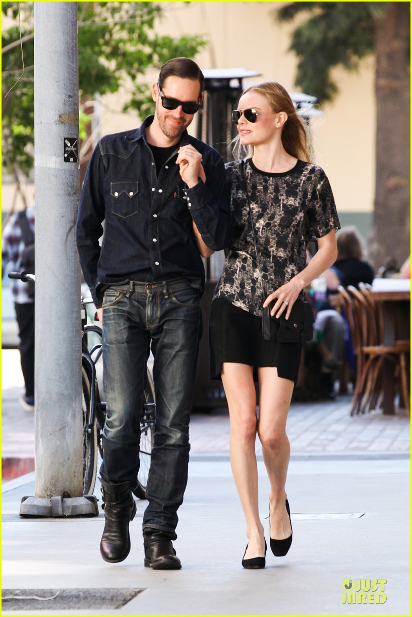 kate bosworth michael polish hold hands after catalina festival 01