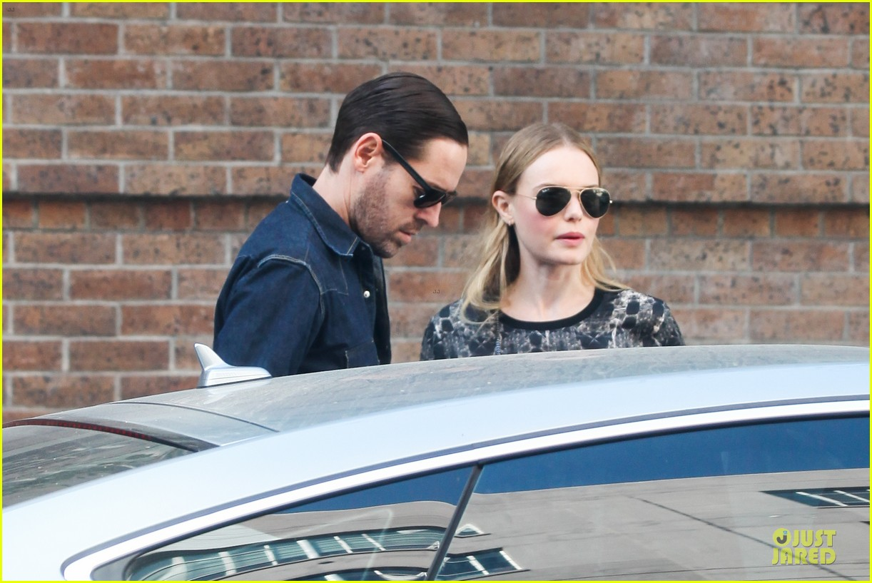 kate bosworth michael polish hold hands after catalina festival 08