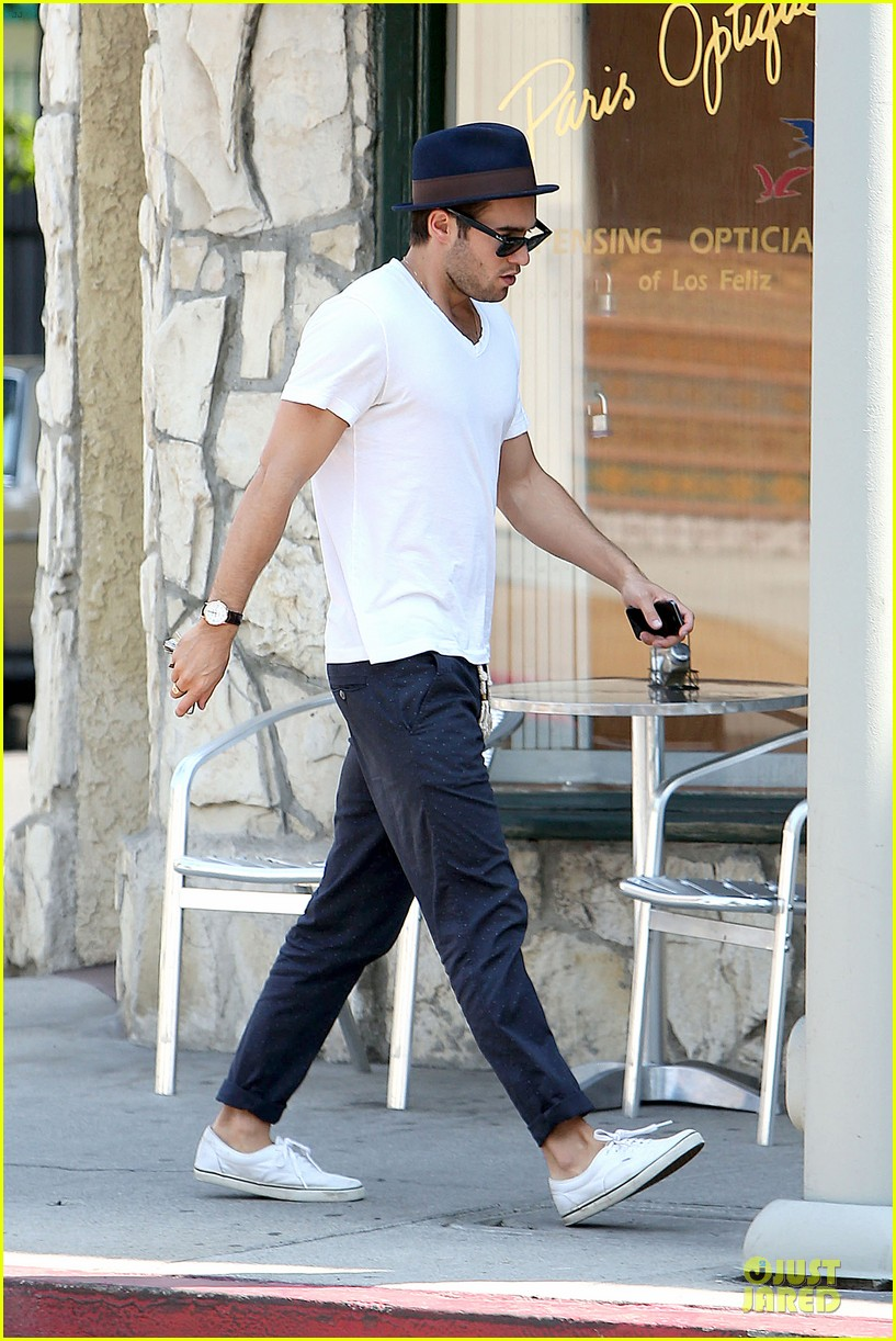 josh bomwan emily vancamp separate food outings 25