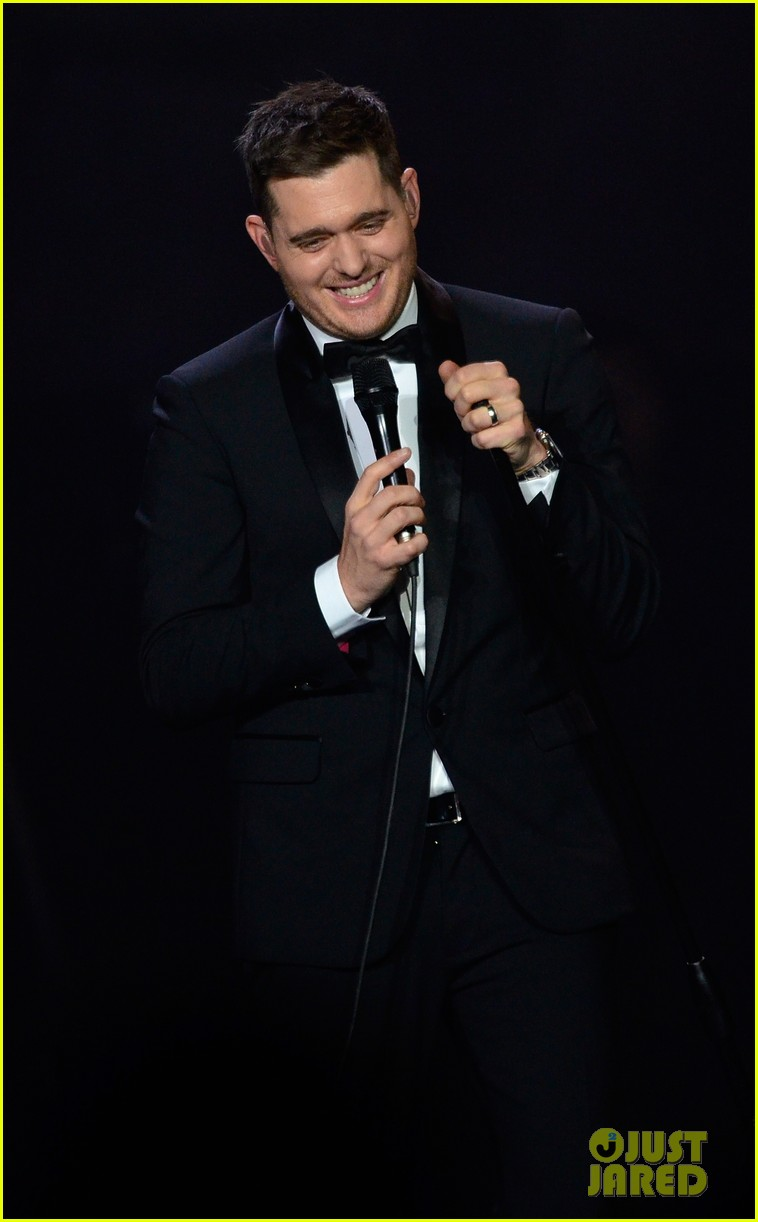 michael buble ends concert with amazing unplugged moment 272963148