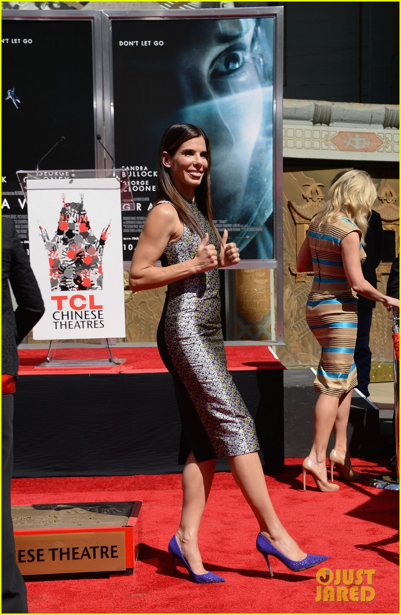 sandra bullock receives handprint at tci chinese theater 03