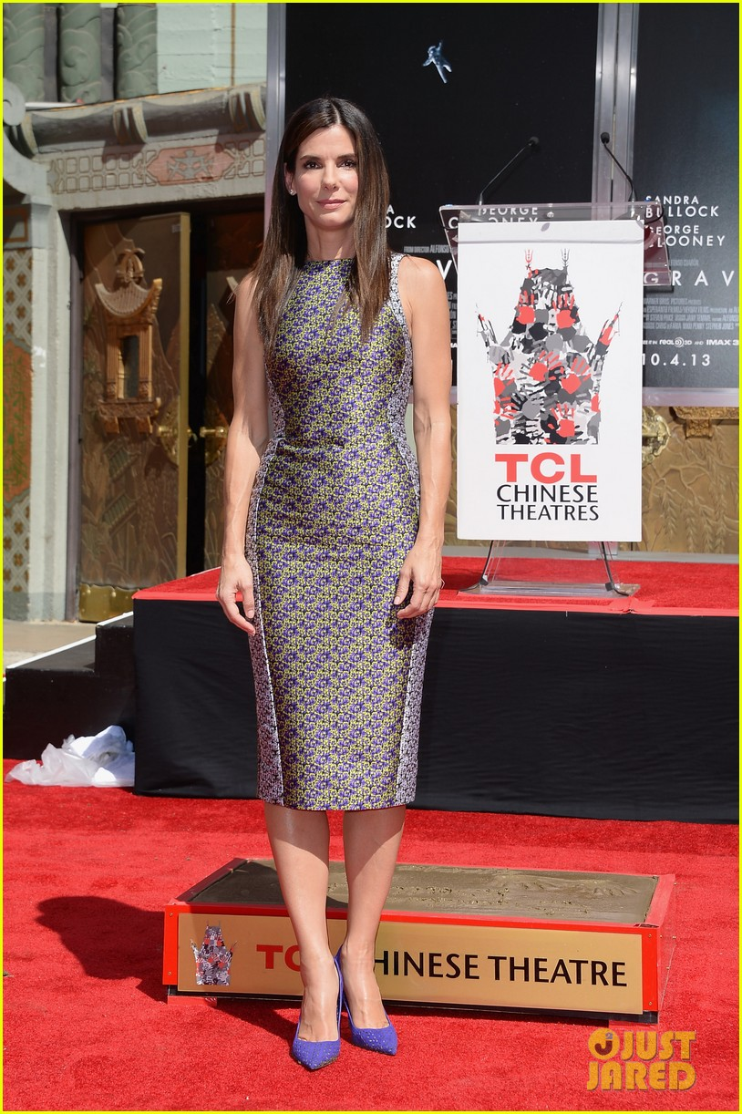 sandra bullock receives handprint at tci chinese theater 082959878