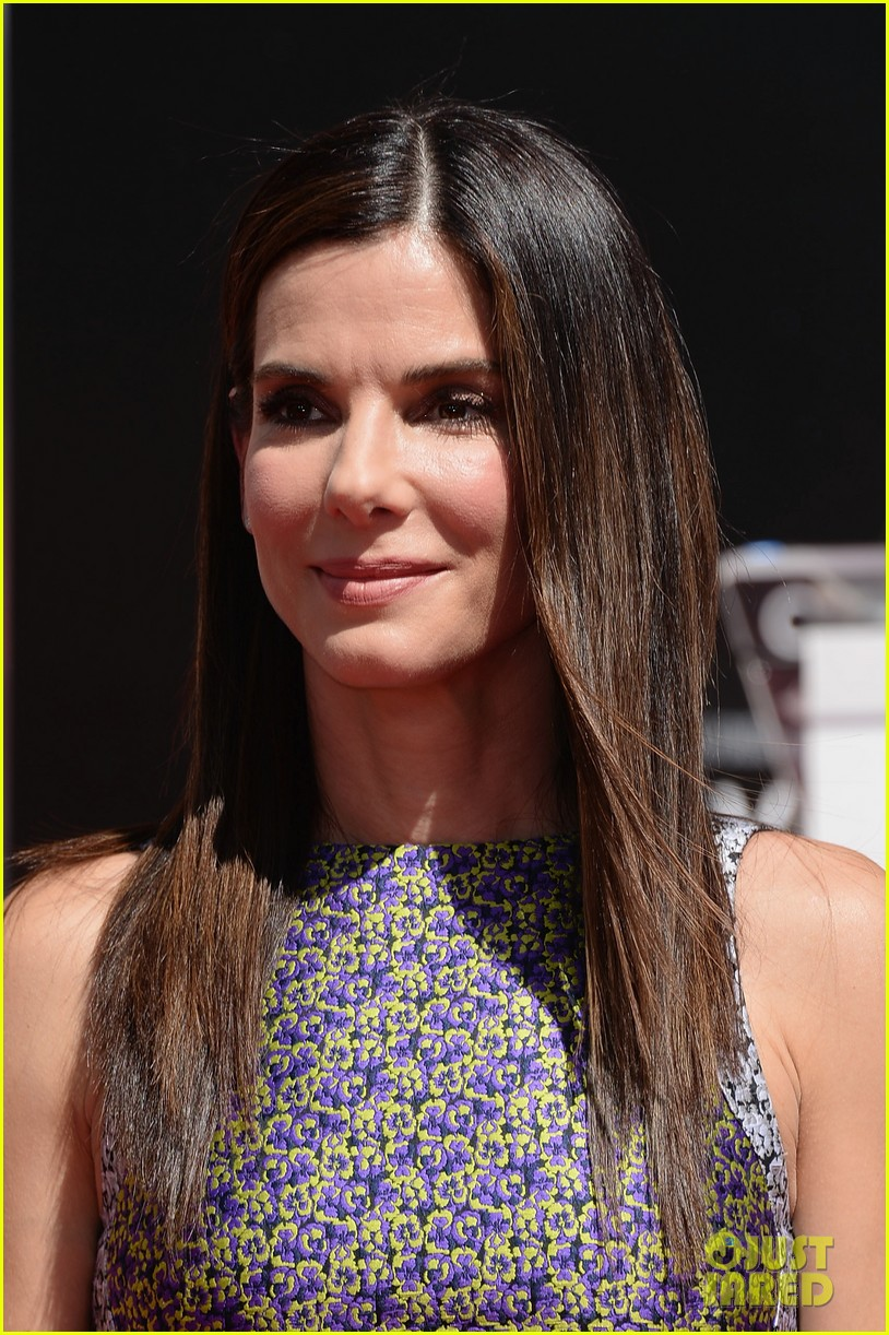 sandra bullock receives handprint at tci chinese theater 12