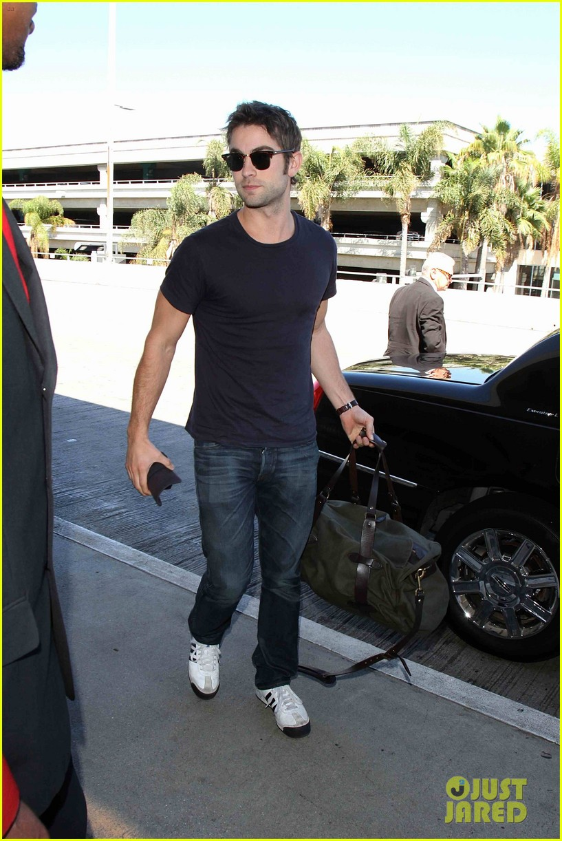 chace crawford low key arrival lax 02