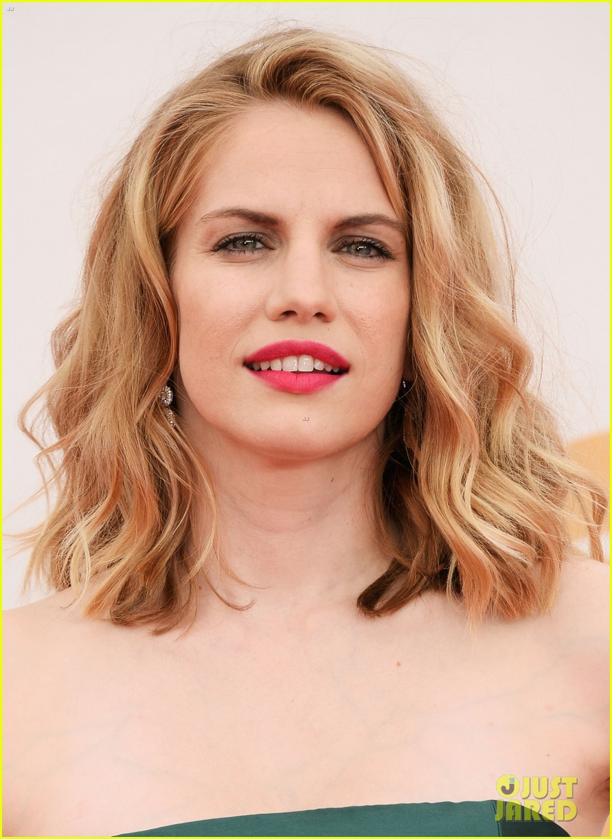 veep anna chlumsky emmys 2013 red carpet 102957985