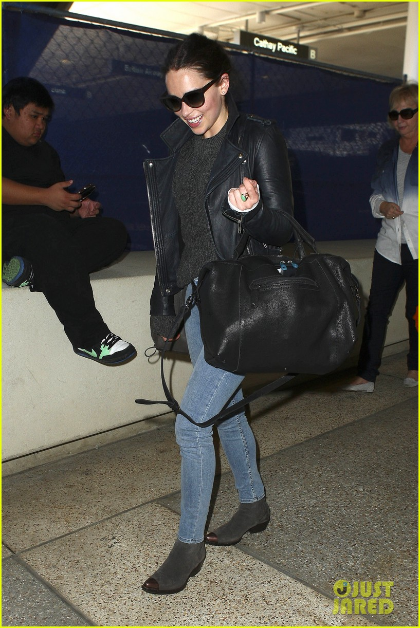 emilia clarke flies out of town after emmys loss 02