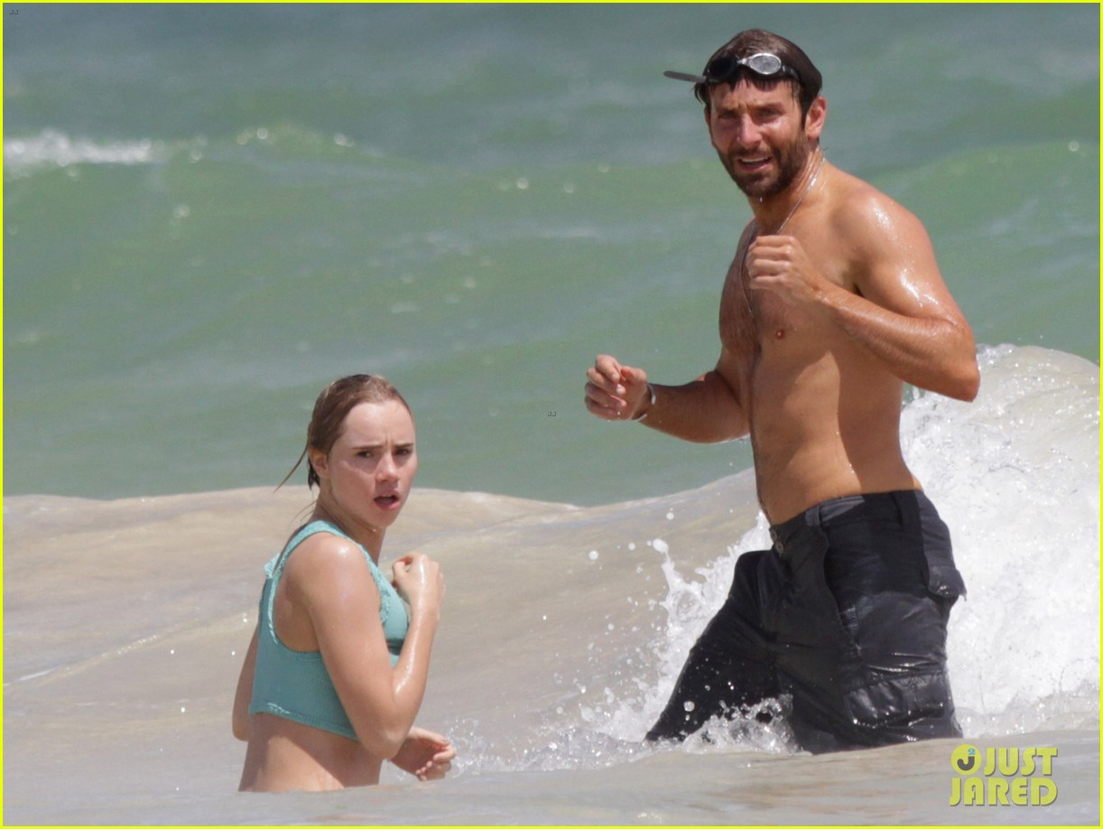bradley cooper shirtless at the beach with suki waterhouse 03