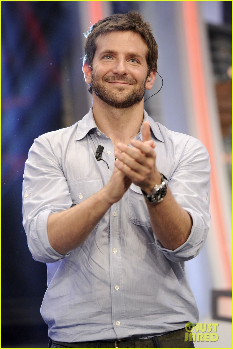 bradley cooper shoots hoops on el hormiguero 18