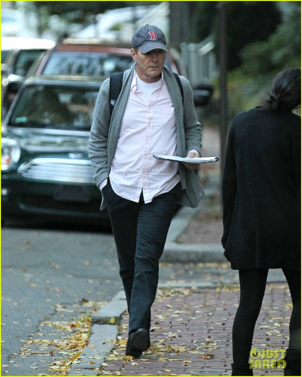 bryan cranston greets fans ahead of breaking bad finale 042961713