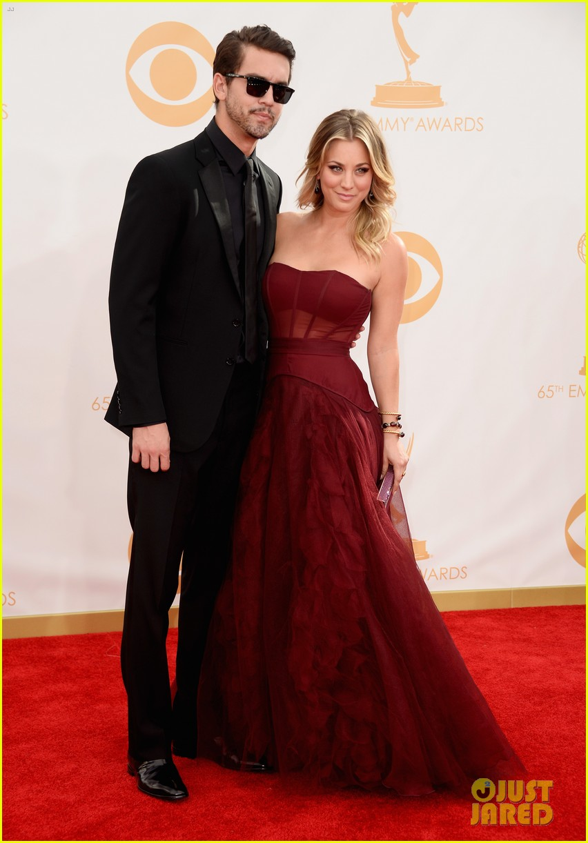 kaley cuoco ryan sweeting emmys 2013 red carpet 05