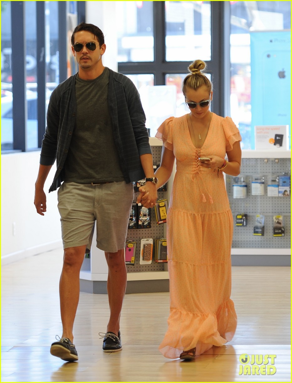 kaley cuoco fiance ryan sweeting hold hands at lunch 03