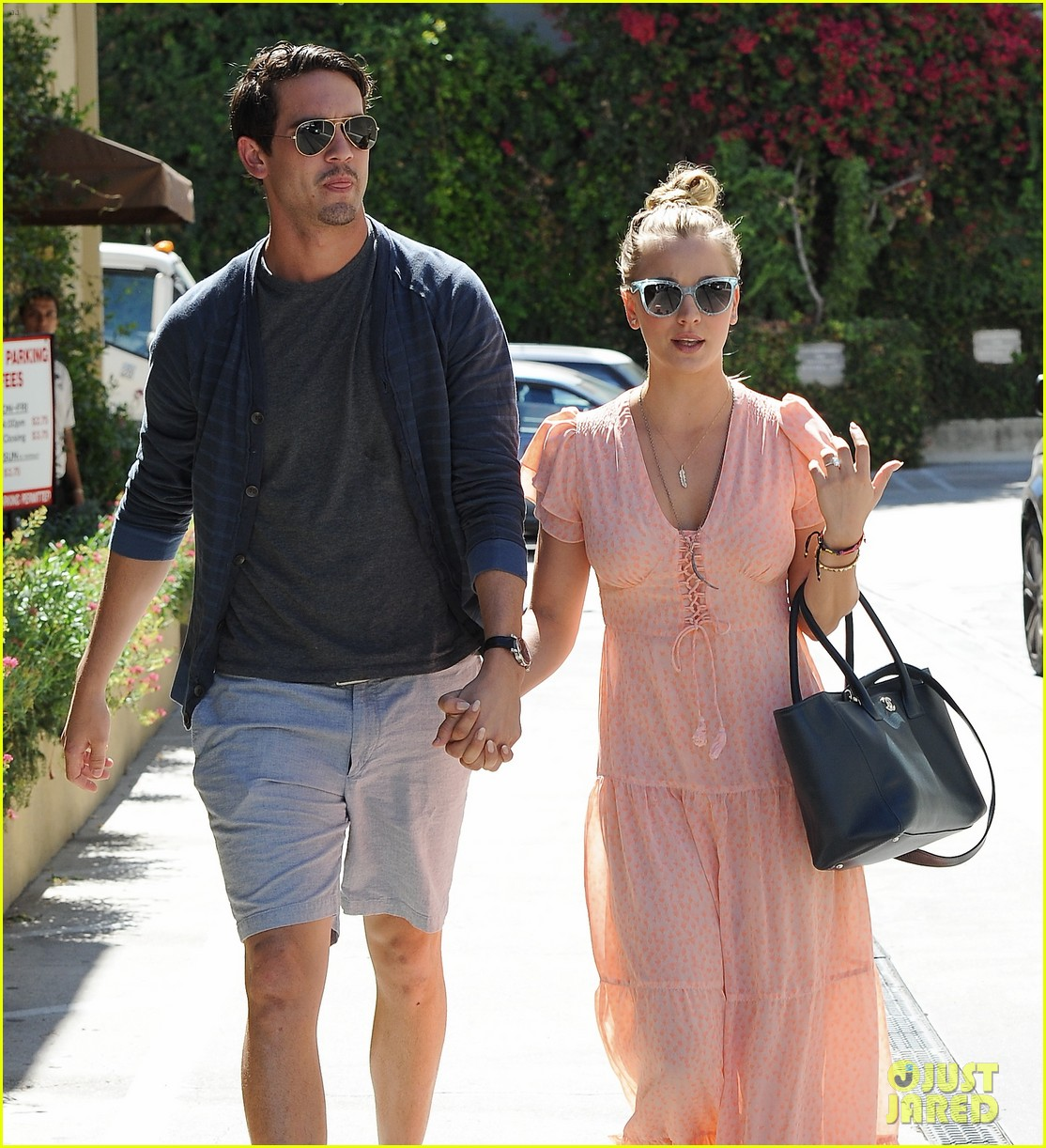 kaley cuoco fiance ryan sweeting hold hands at lunch 10