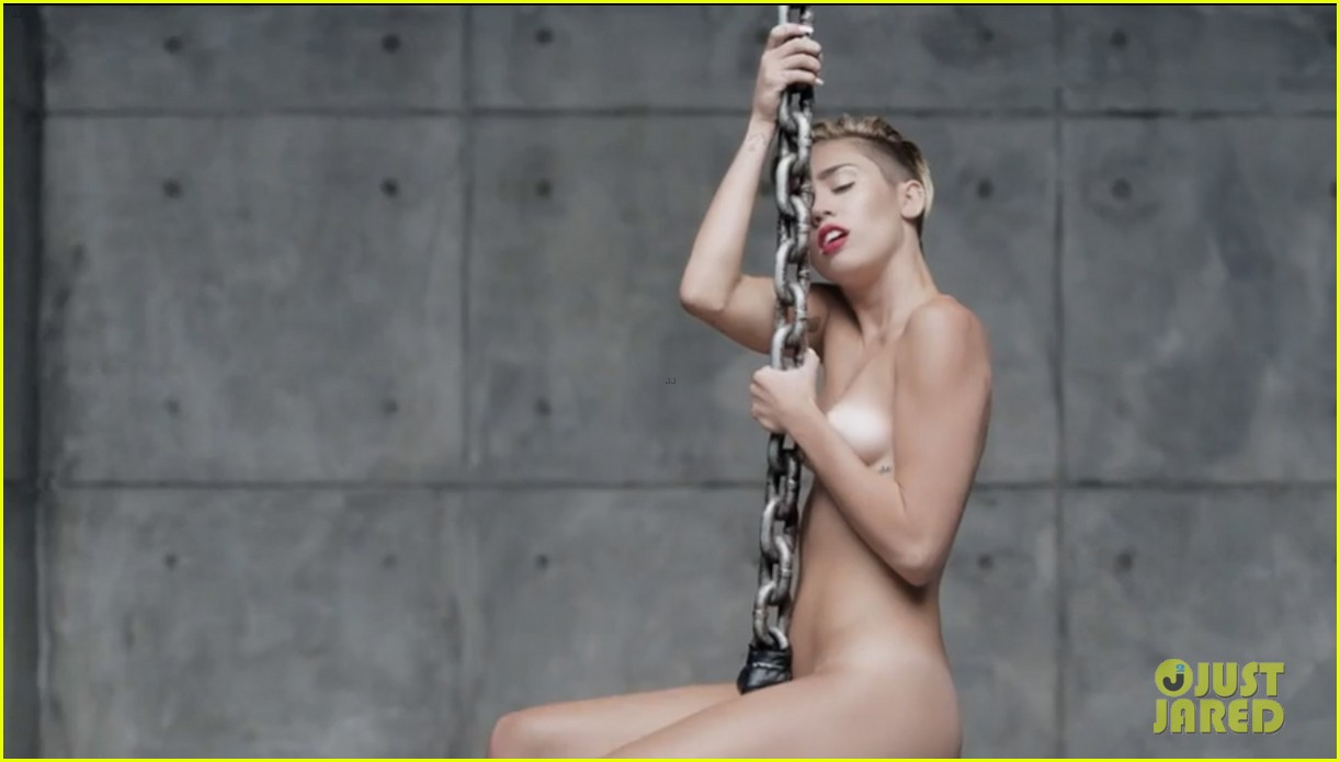 miley cyrus nude in wrecking ball video 03