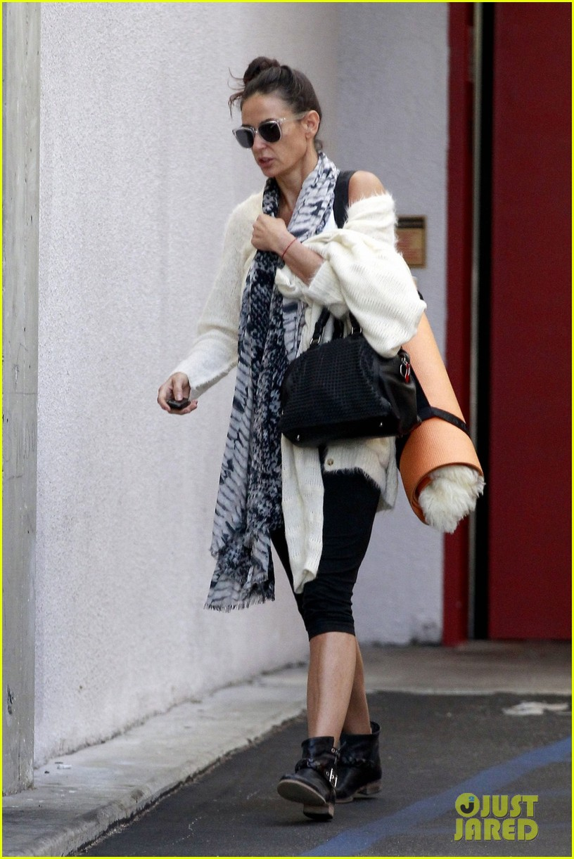 demi moore continues yoga practice in los angeles 042959206