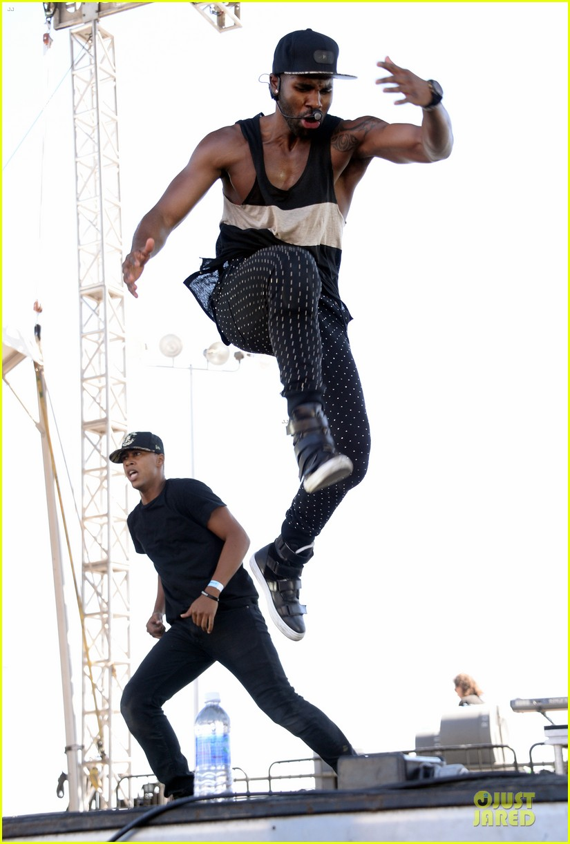 shirtless jason derulo cher lloyd iheartradio fest village performers 03