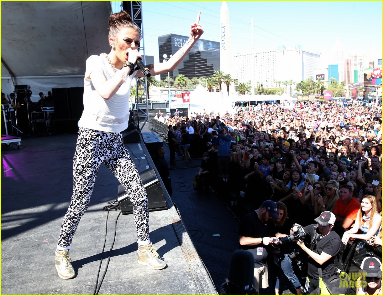 shirtless jason derulo cher lloyd iheartradio fest village performers 10