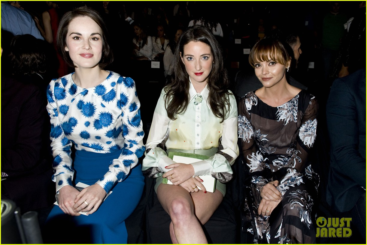 michelle dockery carolina herrera show 20