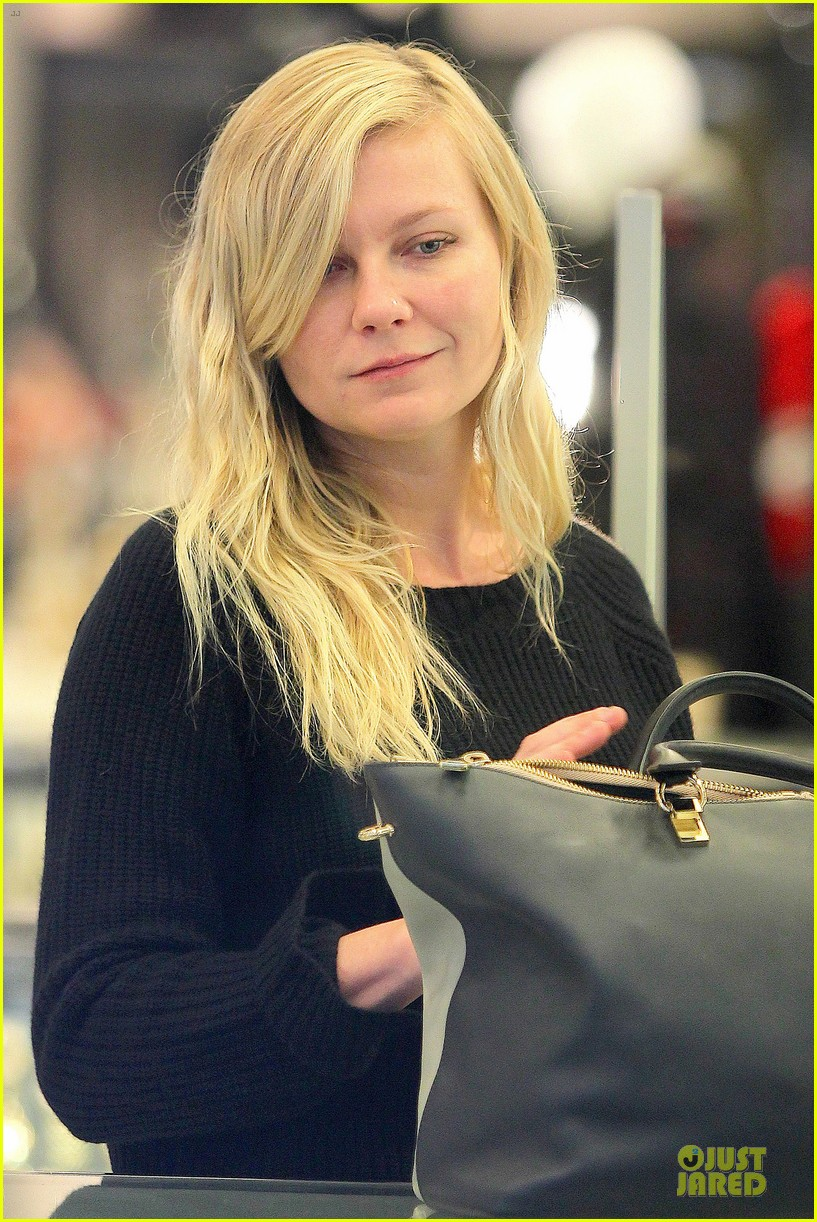 kirsten dunst shops for new sunglasses in nyc 07