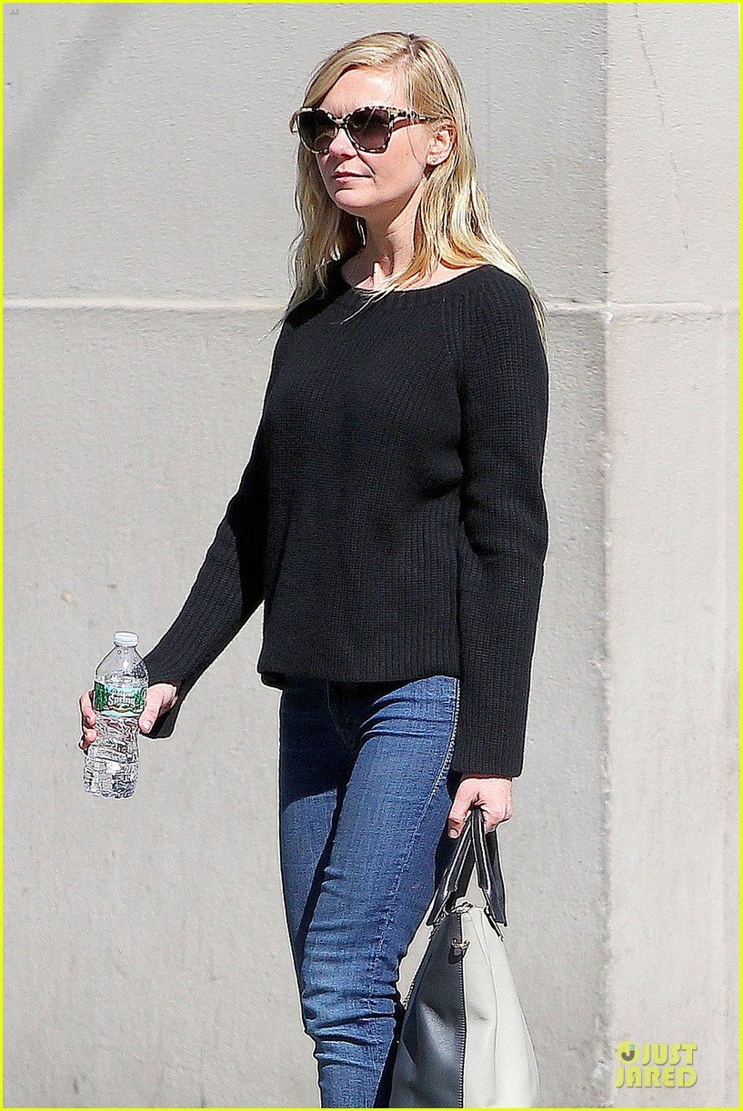 kirsten dunst shops for new sunglasses in nyc 082962083