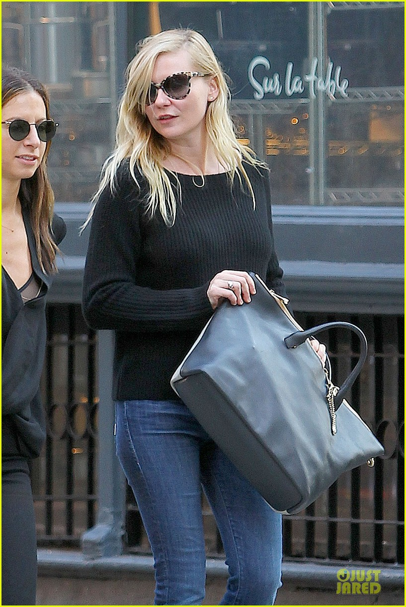 kirsten dunst shops for new sunglasses in nyc 09
