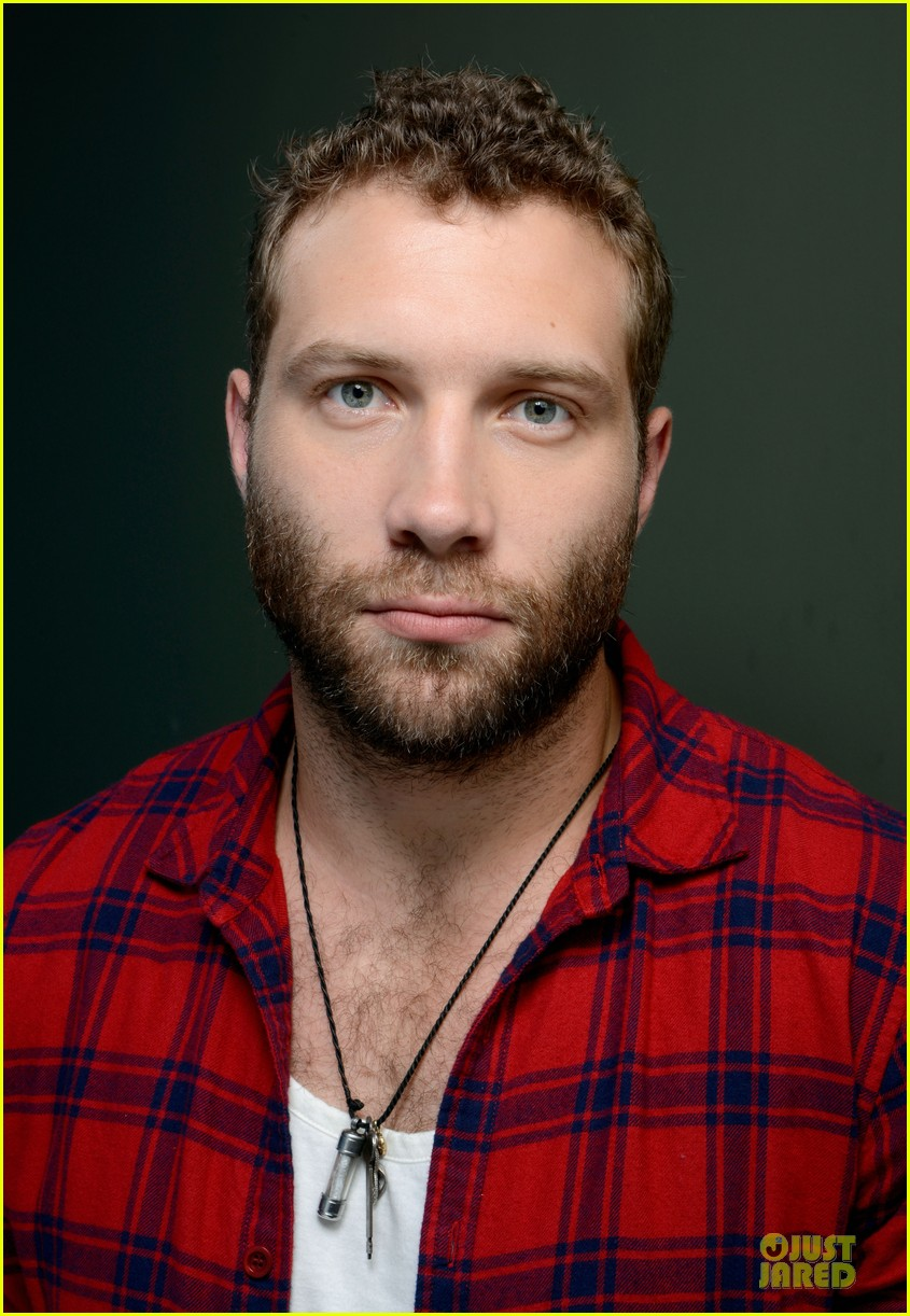 joel edgerton jai courtney felony tiff premiere portraits 09