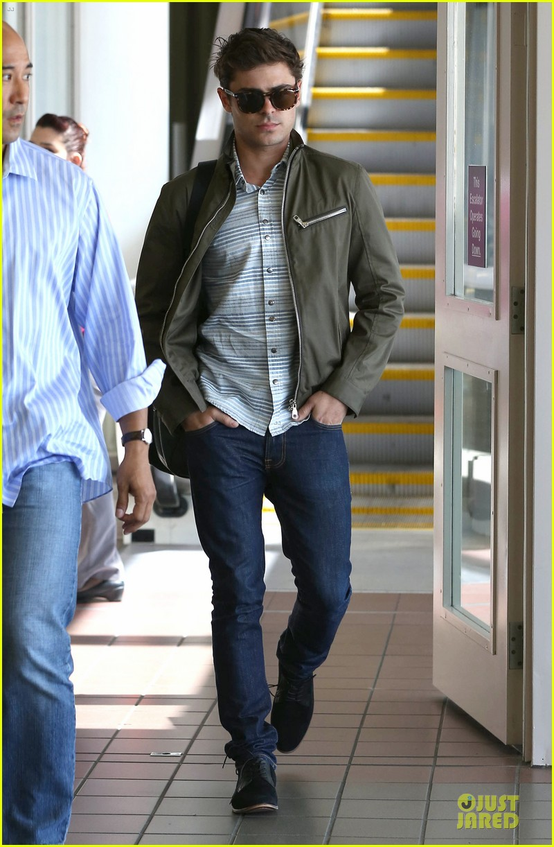 zac efron tom welling lax arrival after toronto film festival 03