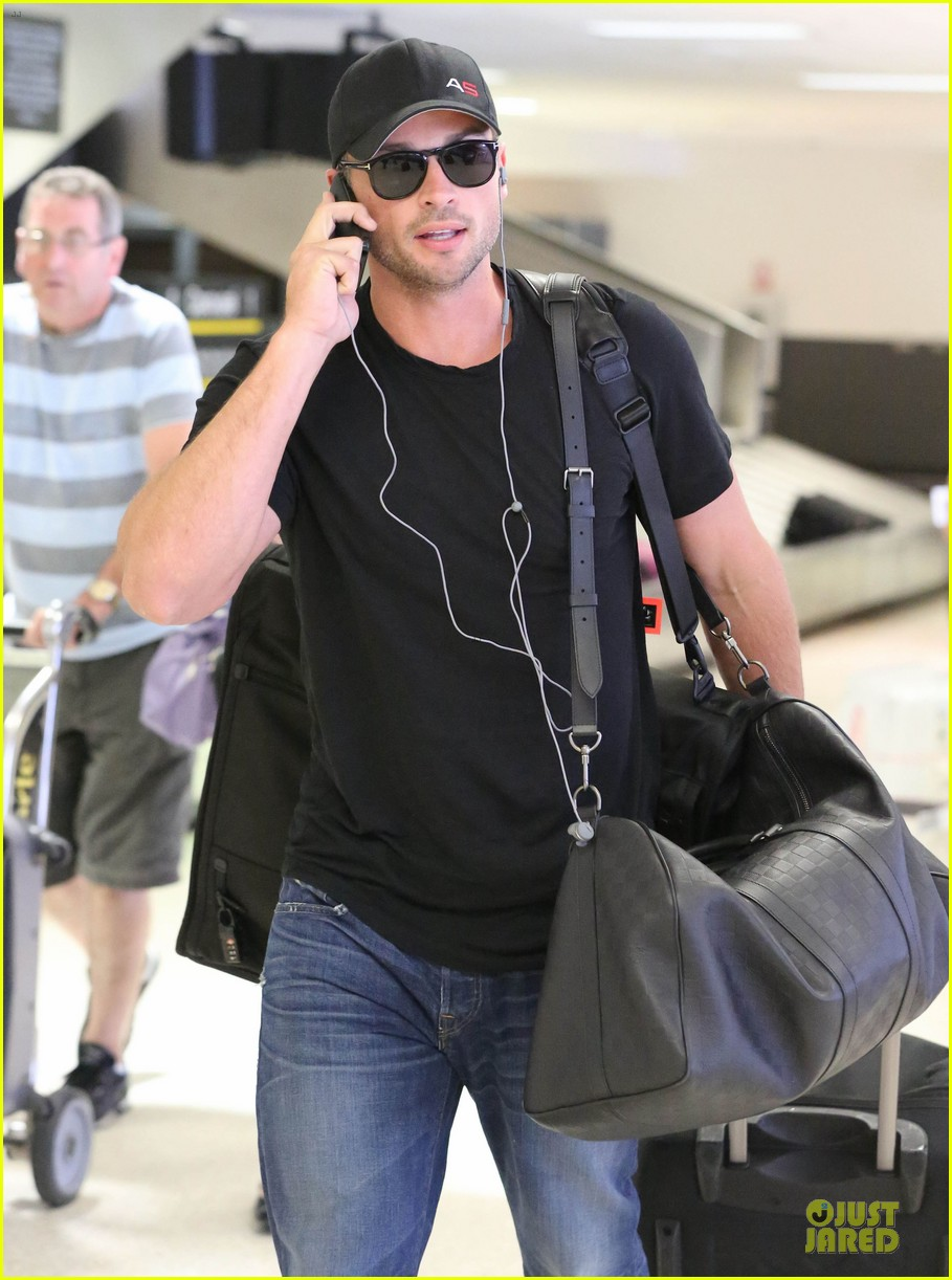 zac efron tom welling lax arrival after toronto film festival 13