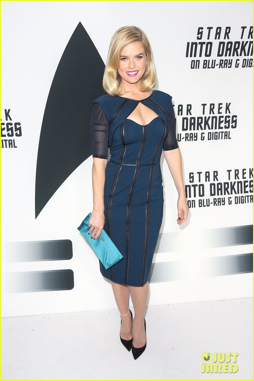 alice eve emile hirsch star trek into darkness dvd release party 06