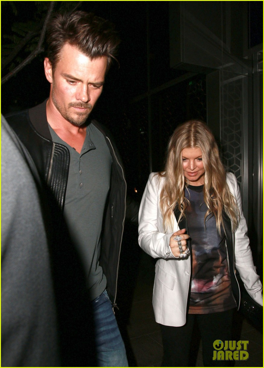 fergie debuts post baby boy at dinner with josh duhamel 15