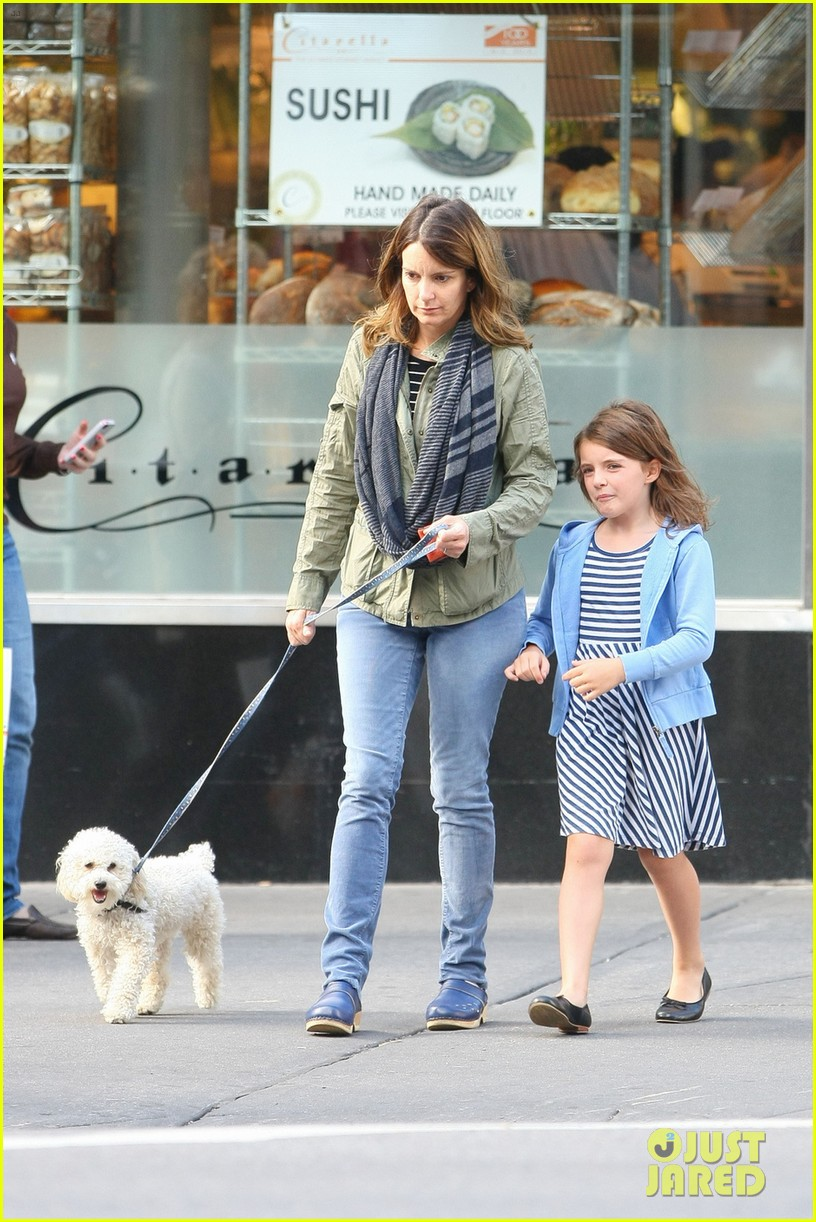 tina fey steps out with daughter alice after snl episode 05