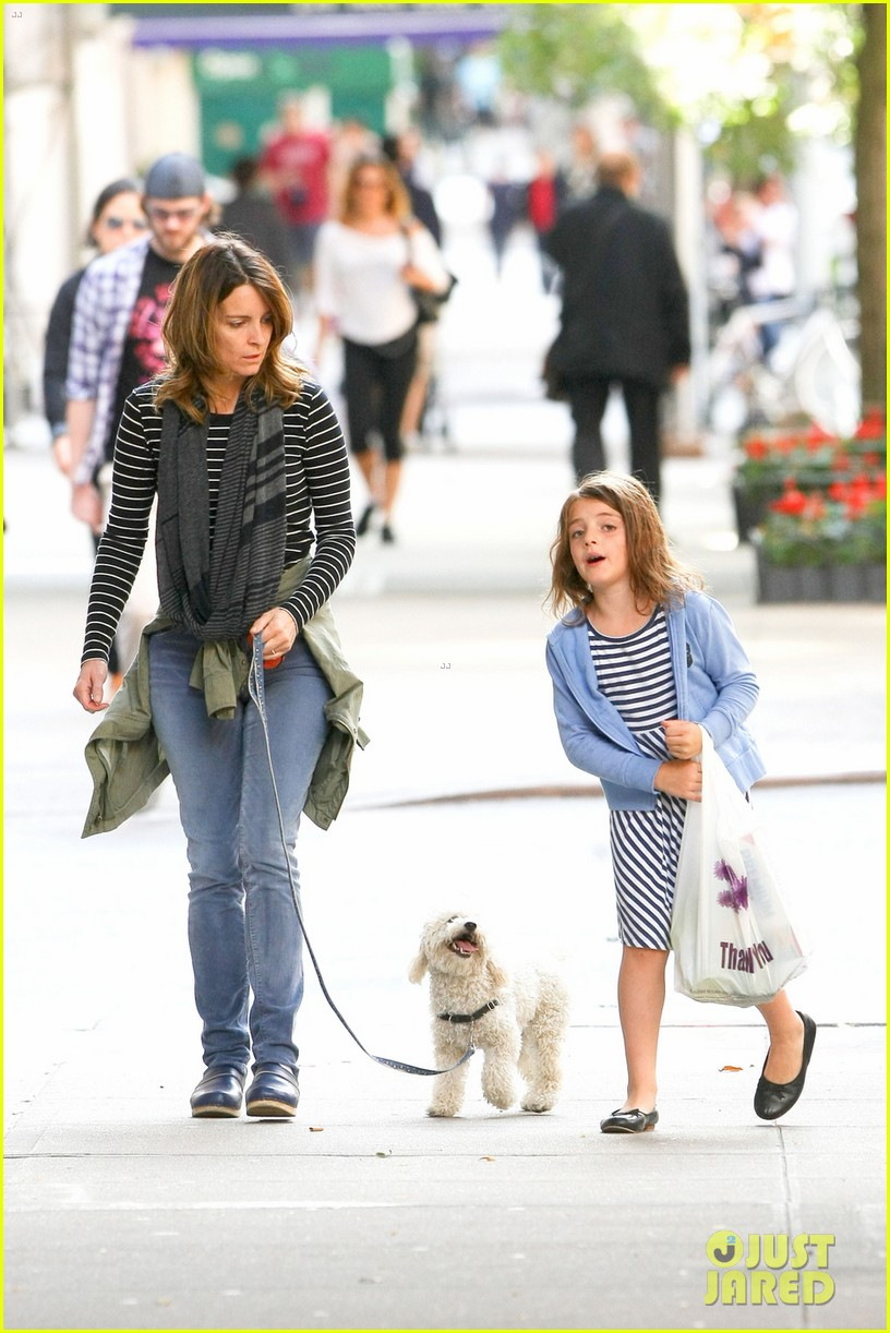 tina fey steps out with daughter alice after snl episode 07